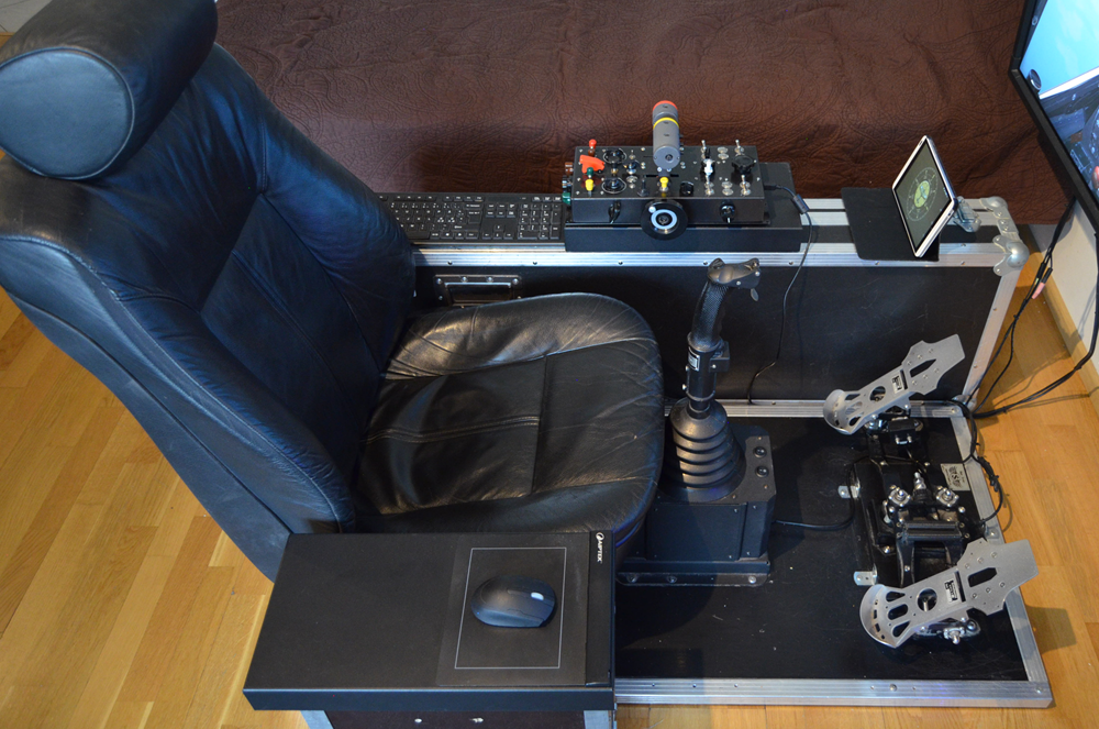 LLv44_Kanttori's home cockpit: 52 inch NEC Multisync monitor, Kanttorin Kone Throttle Console (2nd prototype), Slaw Device 109 pedals and Baur KG13 Grip (Lufwaffe) stick.