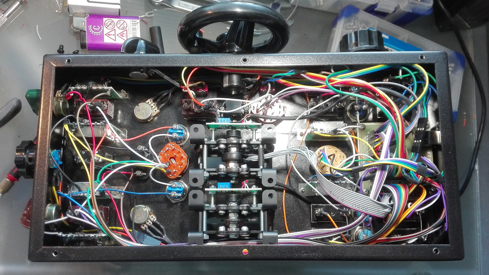 Kanttorin Kone Throttle Console - Most of the wiring cables are connected with screws and pin connectors with the groups of eight buttons.